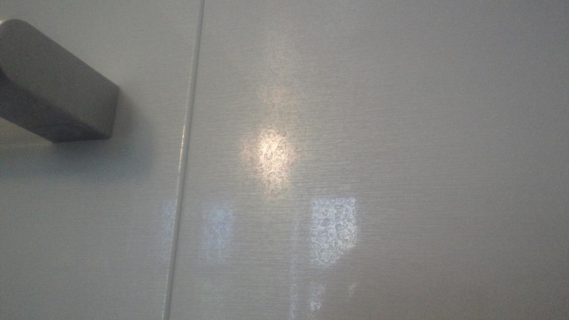 浴室壁面の水垢汚れ