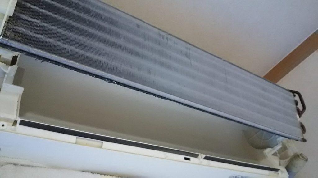 洗い終わったエアコン本体