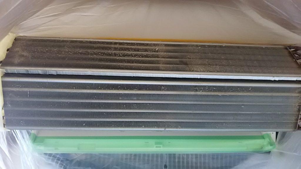 熱交換器本体のホコリ汚れ