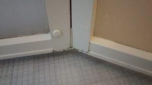 浴室ドアのカリカリ汚れ