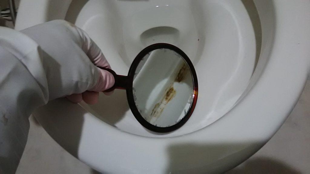 便器の淵の汚れ