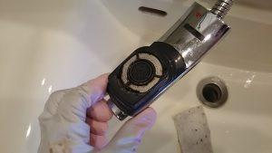 洗面化粧台の蛇口の汚れ