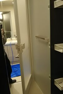 浴室鏡のウロコ汚れ