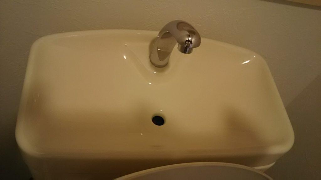 トイレのタンク上部