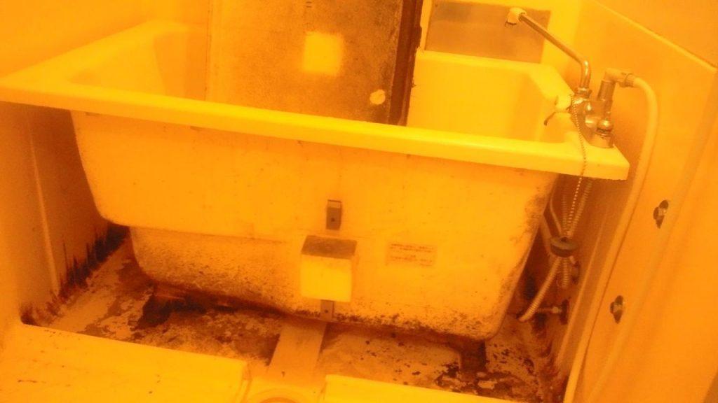 バスタブ下の汚れ ハウス エアコン 分解 クリーニング 愛知 名古屋 岐阜 江南 清須 春日井 小牧 一宮 お風呂 浴室
