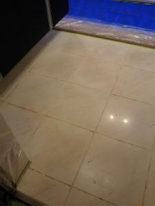 艶を失った玄関大理石