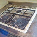 【ガスコンロ、五徳のお掃除方法】プロも使用するオススメ洗剤と道具をご紹介。