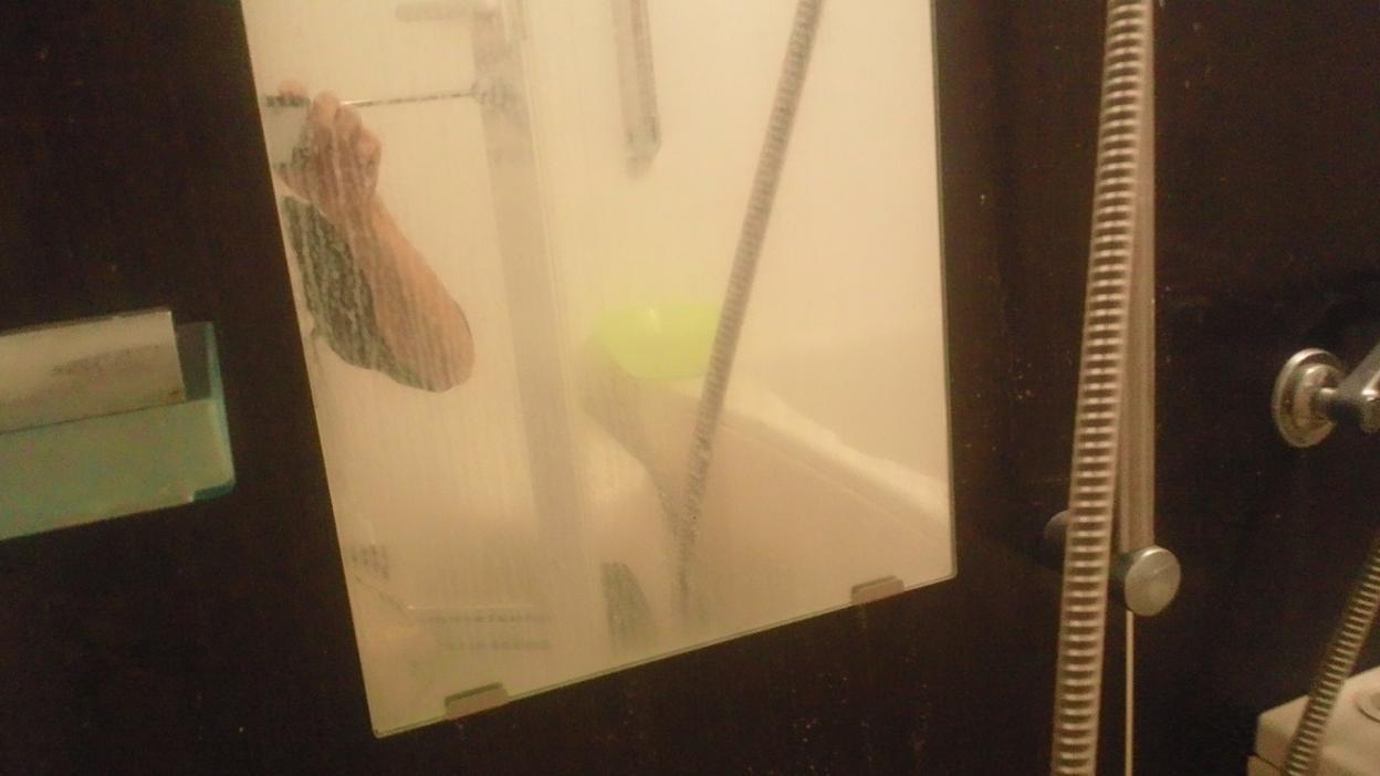 浴室鏡の汚れ 名古屋 一宮 ハウス エアコン 分解 クリーニング 業者 小牧 北名古屋 岐阜 春日井 江南 愛知