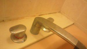 浴室蛇口周りの汚れ