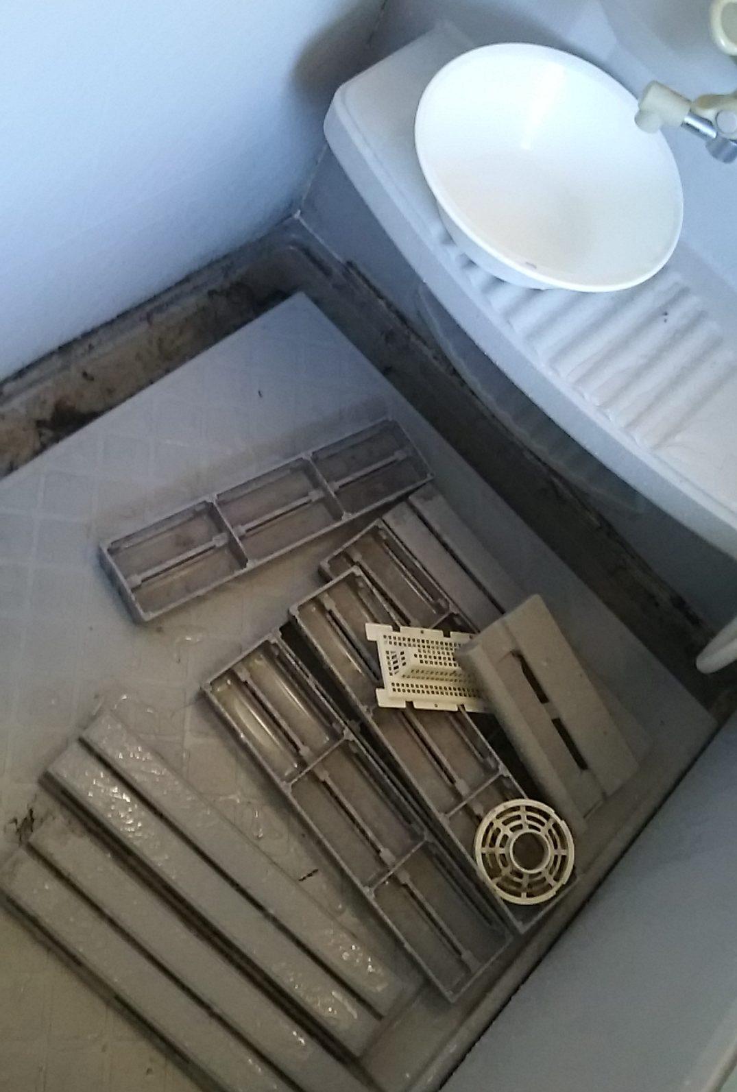 浴室洗い場エリアの排水溝