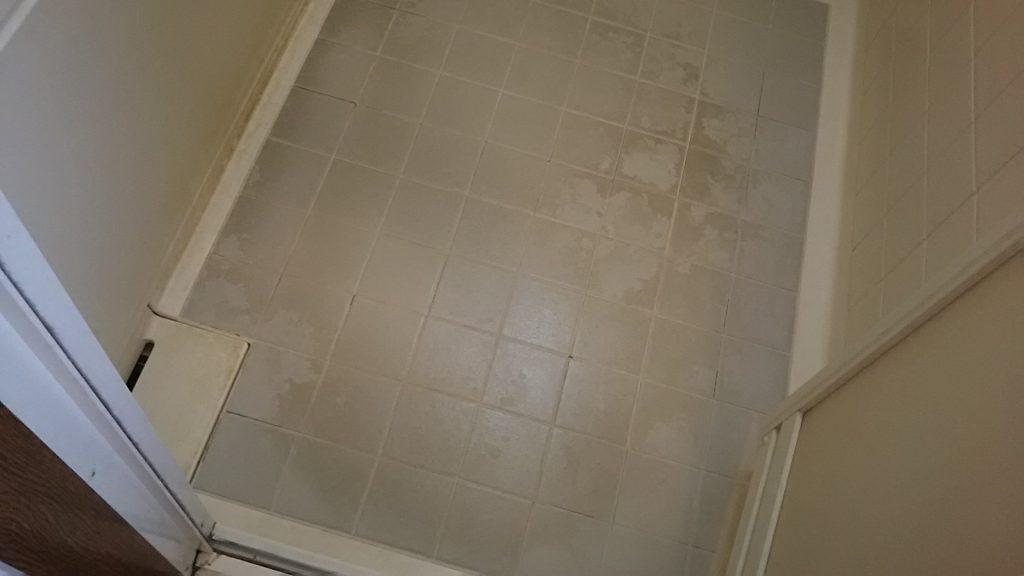 浴室の床汚れ ハウス エアコン 分解 クリーニング 愛知 名古屋 岐阜 江南 清須 春日井 小牧 一宮 お風呂 浴室