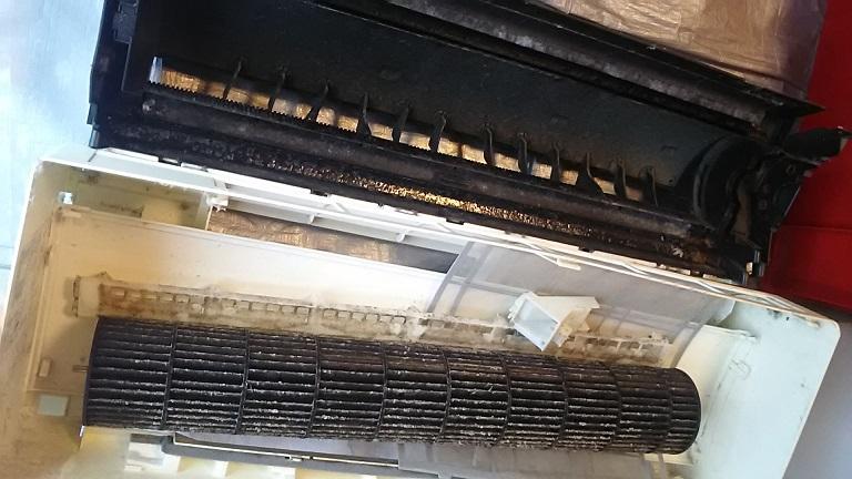 エアコンの外した部品