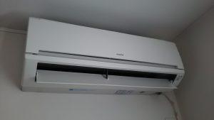 日立エアコン分解クリーニング