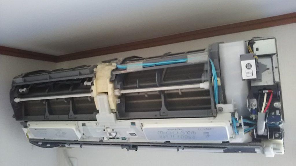 エアコン分解クリーニング洗浄 愛知県岩倉市 お掃除ロボット