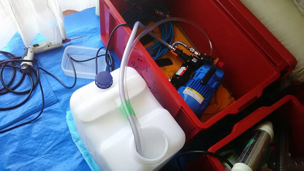 エアコンを洗う高圧洗浄機
