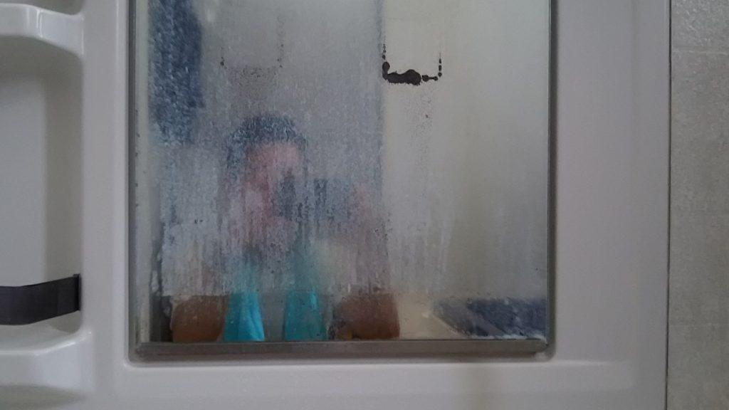 浴室鏡の黒い汚れ