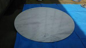 磨く前の大理石テーブル