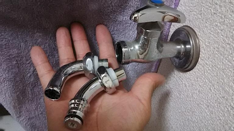 洗濯機 シャワーホースのつなぎ方 ホースを引っ張る 接続 おそうじ 浴室 蛇口 タカギ
