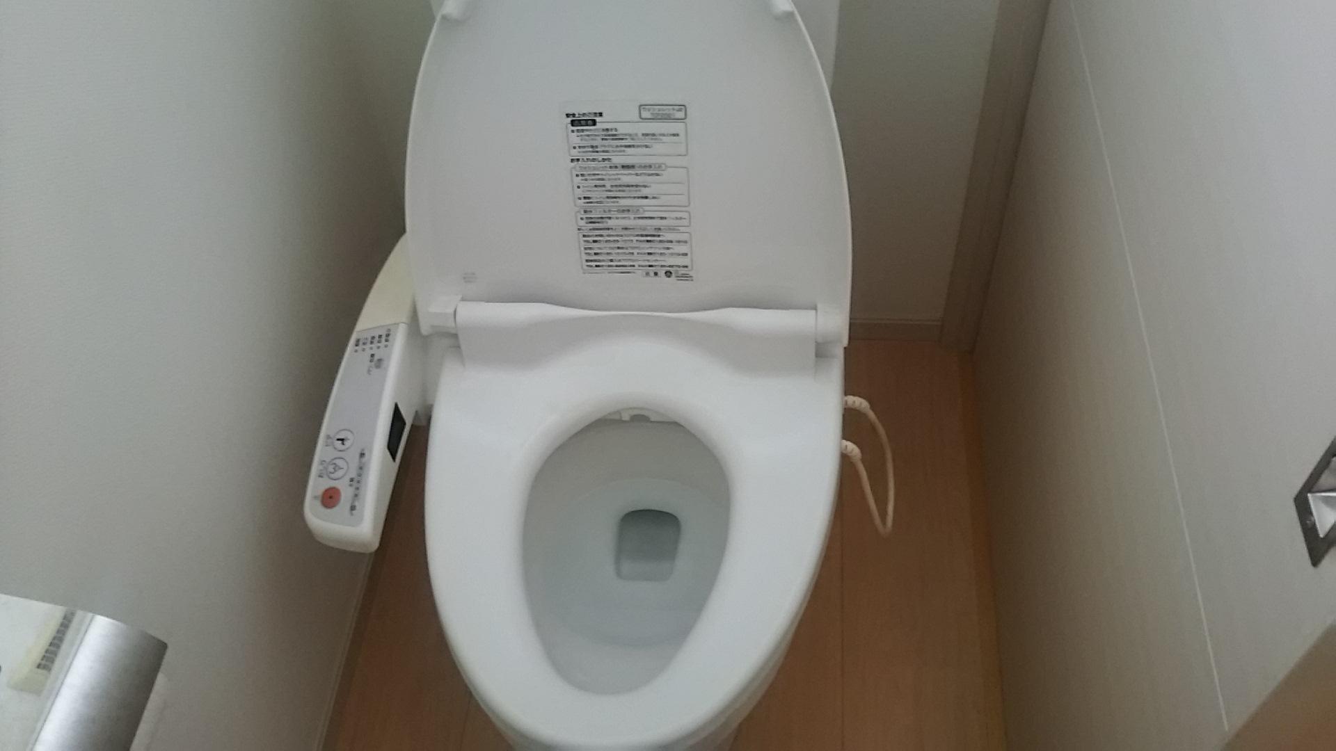 トイレ便座の外し方