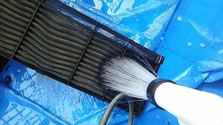 エアコンフィルターの汚れ おそうじ方法 油 ヤニ ホコリ 匂い 分解洗浄 自分でやる 丸洗い