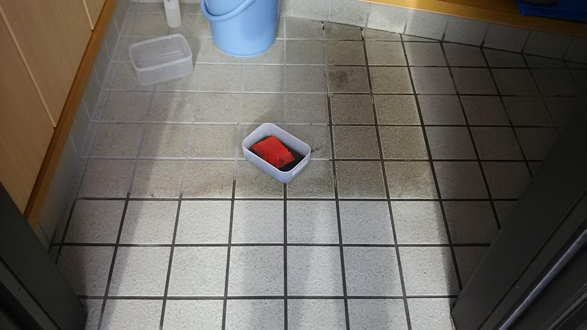 玄関タイルの汚れ落とし