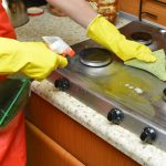 現役ハウスクリーナーが書き下ろす、キッチン、レンジフードの頑固な油汚れの落とし方!