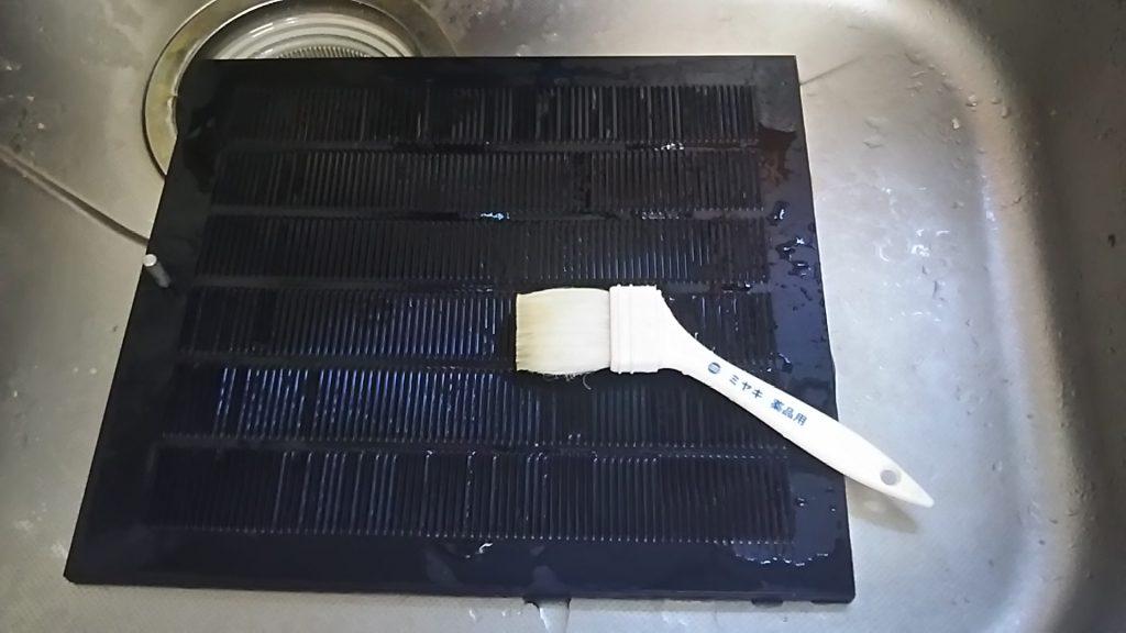 油まみれのレンジフードフィルターをキレイにするおそうじ方法