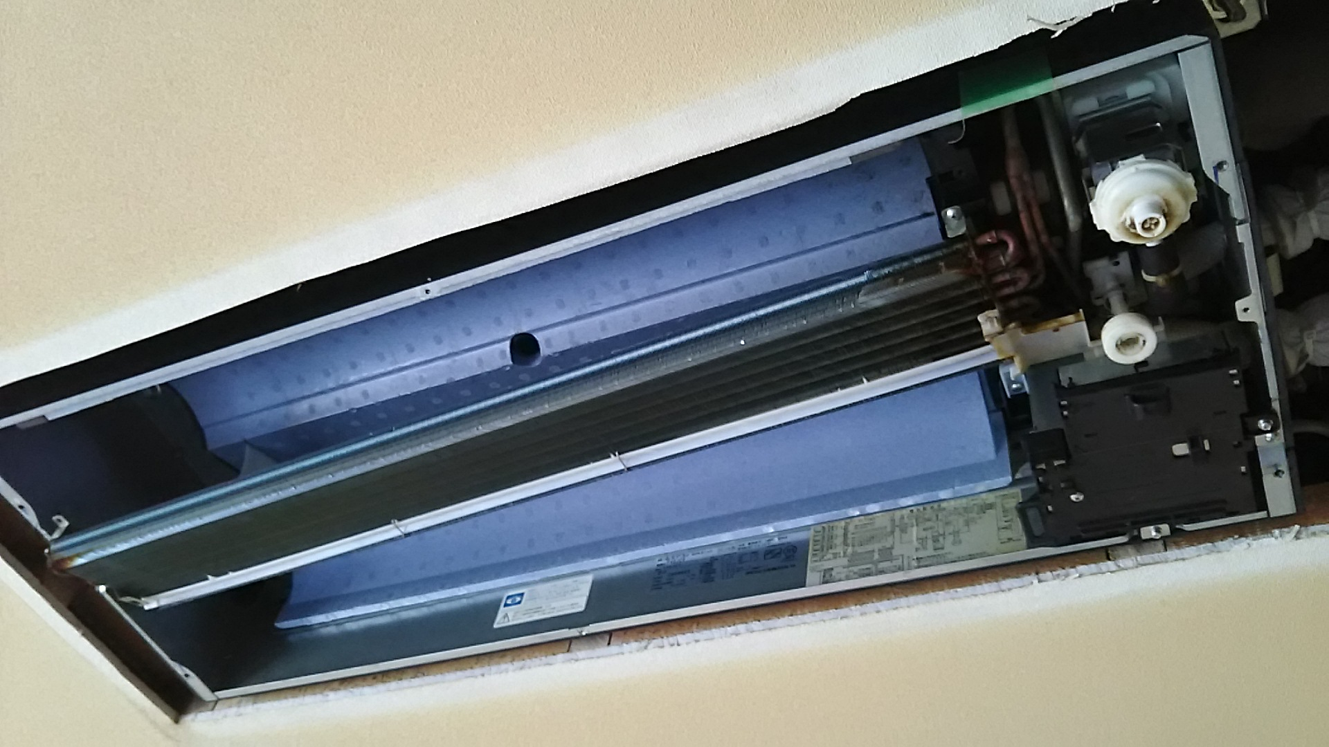 天井埋め込みエアコン